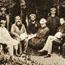 Основатели ТО в первые годы приезда в Индию. Возможно, рядом с Е.П. Блаватской сидит А. Хьюм.
