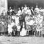 Лидия Арманд среди воспитанников теософской школы-колонии, 1924 (архив Московского ТО).