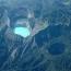 Келимуту (Kelimutu), Индонезия. Келимуту это вулкан, расположенный недалеко от небольшого городка Мони (Moni) в центре острова Флорес (Flores Island) в Индонезии. В кратере вулкана находятся три пораз