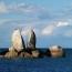 Скала Split Apple Rock находится в национальном парке района Тасман, Южный остров, Новая Зеландия.