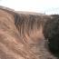 Wave Rock at Hyden, Австралия. Скала «Волна» или «Волнистая» скала (Wave Rock) – естественное горное формирование, расположенное чуть восточнее маленького городка Хайден (Hyden) в Западной Австралии,