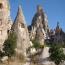 Каппадокия, Tурция.  Диковинные пещерные поселения и монастырские сооружения древней Каппадокии - главная достопримечательность Центральной Турции. Большинство скальных жилищ используется по сей день,