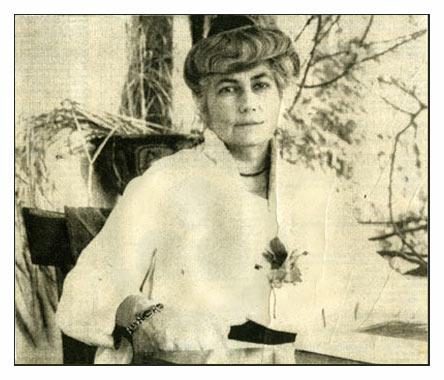 Елена Ивановна Рерих в Калимпонге, в рабочем кабинете