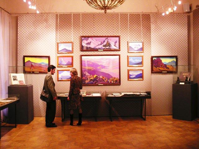 Экспозиция картин Рериха