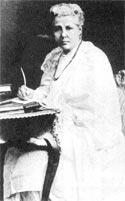 А. Безант за письменным столом. Адьяр, Индия