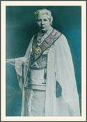 А. Безант в масонском одеянии. На груди - орден