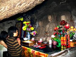 Пещерный храм Гуанинь – одно из самых почитаемых паломниками святых мест острова.