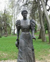 Памятник Марии Клавдиевне Тенишевой