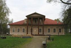 Здание сельскохозяйственной школы, которая была построена М.К. Тенишевой для обучения крестьянских детей.