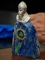 Серебряная статуэтка - модель памятника Рериху.
