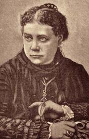 Е. П. Блаватская. Фото воспроизведено с дореволюционной открытки.