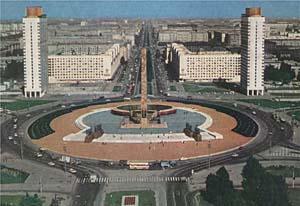 Площадь Победы с уходящей вдаль перспективой Московского проспекта