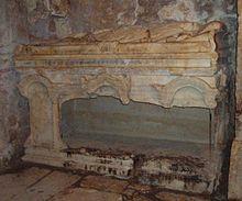 Пустой саркофаг святителя Николая в Демре.