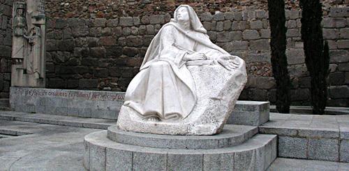 Статуя Терезы Авильской в Авиле