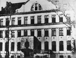 «Дом сирот» на улице Крохмальной. Комната Корчака находилась в аттике.