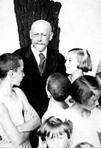Януш Корчак с детьми