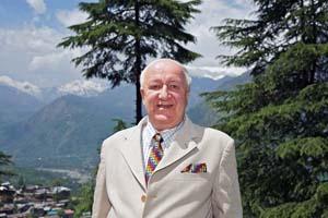 Александр Михайлович Кадакин на фоне Гималаев и долины Кулу.