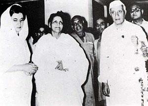 Индира Ганди, Анандамайи Ма, Джавахарлал Неру