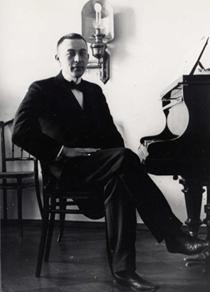 С. Рахманинов за роялем