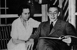 Н.А. и С.В. Рахманиновы на даче в Беверли-Хиллс (1942)