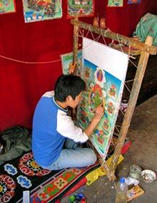 Тибетский художник рисует современную танку