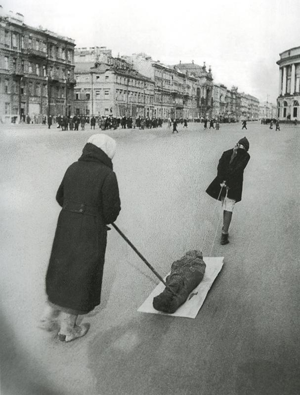 В последний путь. Невский проспект, весна 1942года.
