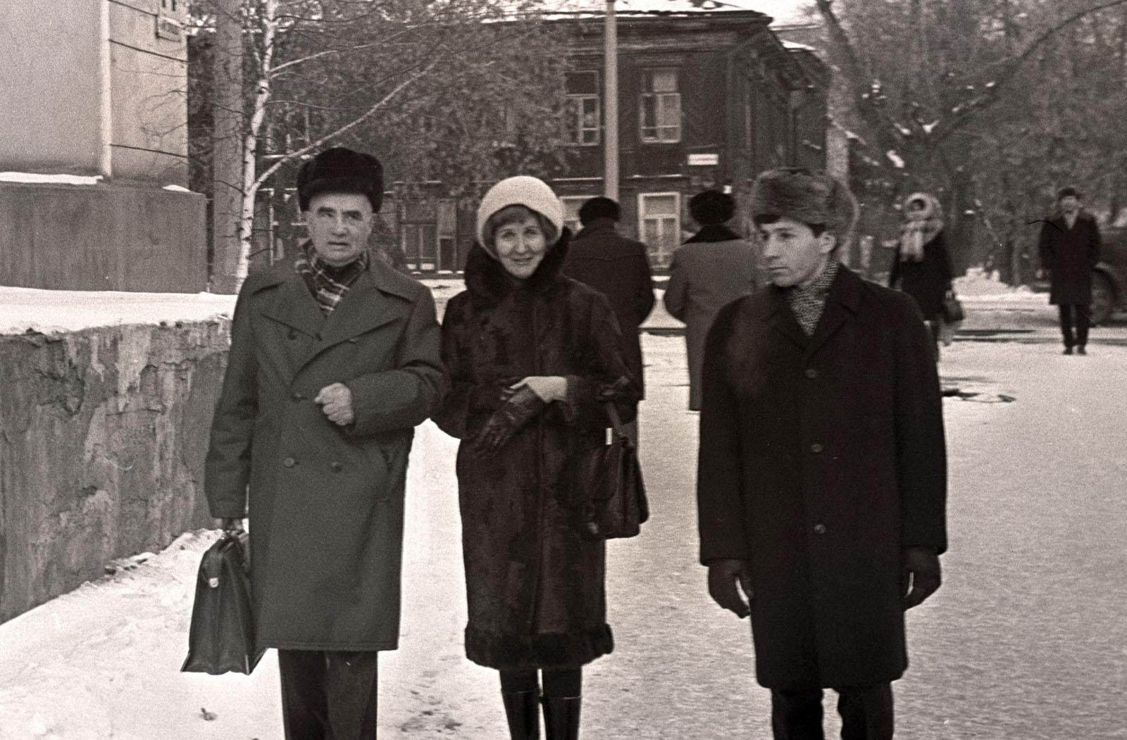 На Рериховские чтения после презентации. П. Ф. Беликов, Э. В. Паршина, Г. В. Гаврилов.