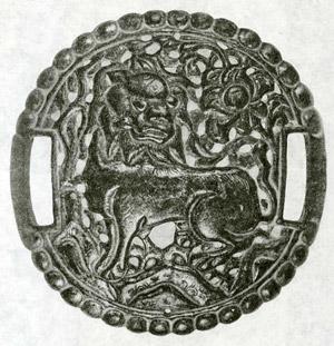 Посеребренная рельефная пластина с изображением льва (Дерге)(Доринг)