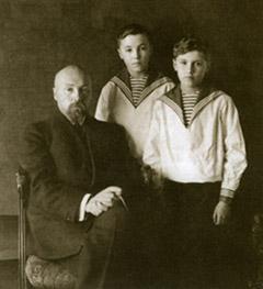 Николай Константинович с сыновьями Юрием и Святославом. 1915-1916 гг.