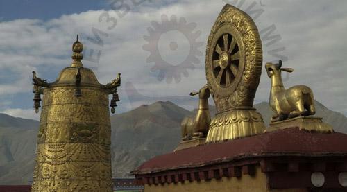 Крыша буддистского храма Джокханг, самого священного в Лхасе.