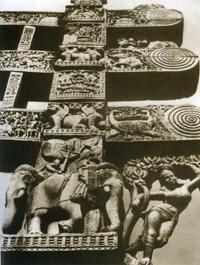 Восточные ворота большой ступы в Санчи. Индия.1 в. до н.э.