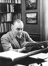 Ю.Н.Рерих в своей квартире, в Москве. 1958-1960.