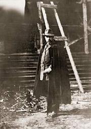 Н.К.Рерих у стоящегося храма в Талашкино