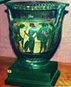 Ваза. Древняя Греция.Кратер краснофигурный: вооружающийся гоплит. Афины, 460-480 гг. до н.э.