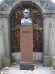 Надгробие А.И.Куинджи в некрополе Александро-Невской лавры