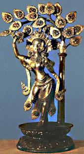 Один из древнеиндийских вариантов древа жизни : Майя, мать Будды, стоящая на раскрытом цветке лотоса и дарующая ветвь священного дерева ашока, под которым был рожден Будда.
