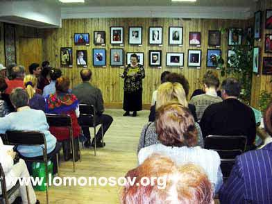 Председатель РОО АДАМАНТ Т. Н. Бойкова открывает выставку