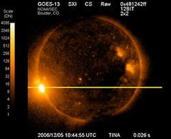 Метеорологический спутник GOES 13 SXI несет на себе установку по мониторингу космической погоды Space Environment Monitor. Вспышка 5 декабря 2006 года оказалась настолько сильной, что повредила часть светочувствительной матрицы монитора. Фото: NOAA/GOES SXI