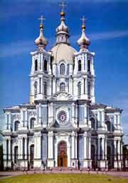 Смольный собор Санкт-Петербурга, где будет проходить выставка «РЕРИХИ: ВЗГЛЯД ИЗ ПЕТЕРБУРГА»