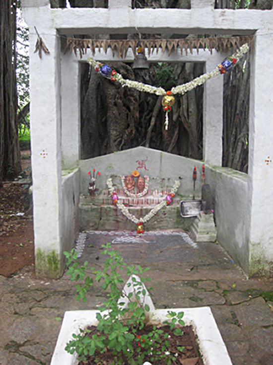 Святилище. Место, где сидела Индира Ганди и др.