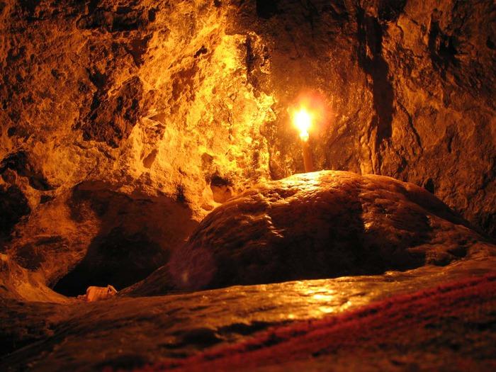 Спальное место Св. Антония в пещере