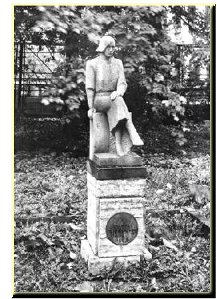 В 1988 году на Гороховой ул., 57 а,( Ленинградский областной колледж культуры и искусства) был поставлен памятник О.Ф. Берггольц