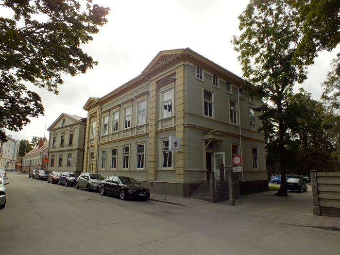Дом в Лиепае на улице Авоту 9, где долгие годы жили  родственники Николая Константиновича Рериха  (фото внутренних помещений взяты из 16 мм фильма, который снят в конце 1960-ых)