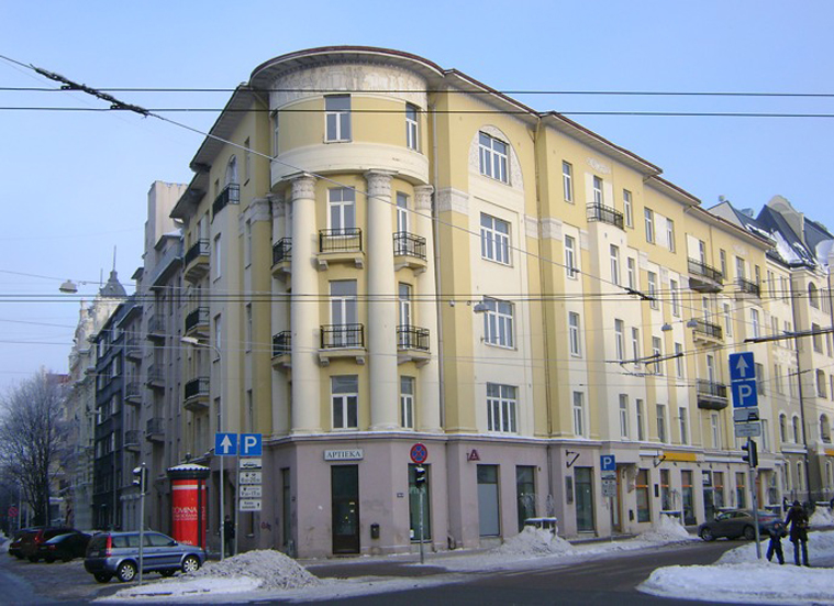 Здание  общества на улице Элизабетес 21А, где  с 1933 до 1940 г. в десяти комнатах на пятом этаже находились Латвийское общество Рериха и официальный Музей картин Николая и Святослава Рерихов.