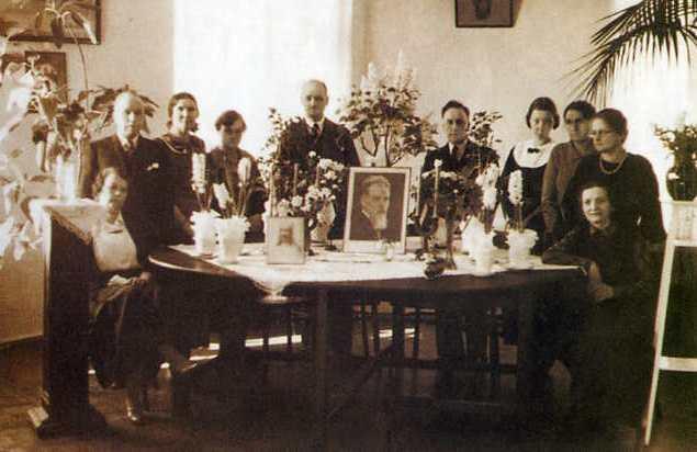 Члены общества в день похорон Феликса Денисовича Лукина. 31 марта 1934 года.