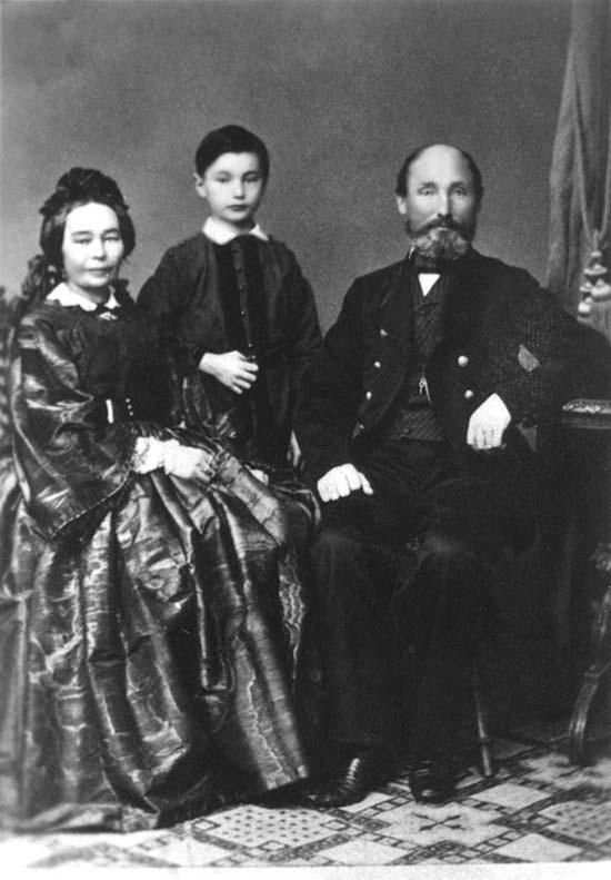 Дед Н.К.Рериха - Фридрих Рерих с женою Дорис Пореп и сыном Александром (12-летним) в 1866 г., в г. Тукумс.
