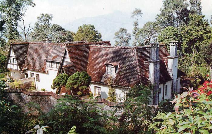 Дом в Калимпонге, где жили Ю.Н. Рерих и Е.И. Рерих  с 1949 -1955 годы.