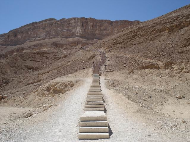 Лестница ведущая к пещере Великого Антония