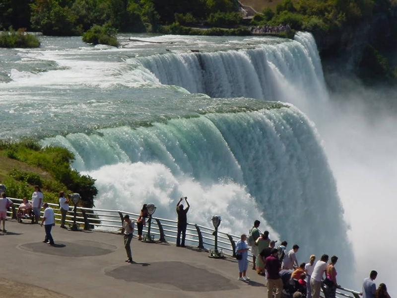 Смотровая площадка над водопадом.