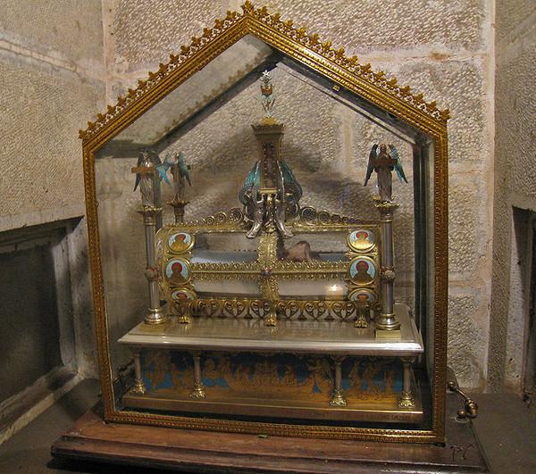 Грот и мощи Марии Магдалины